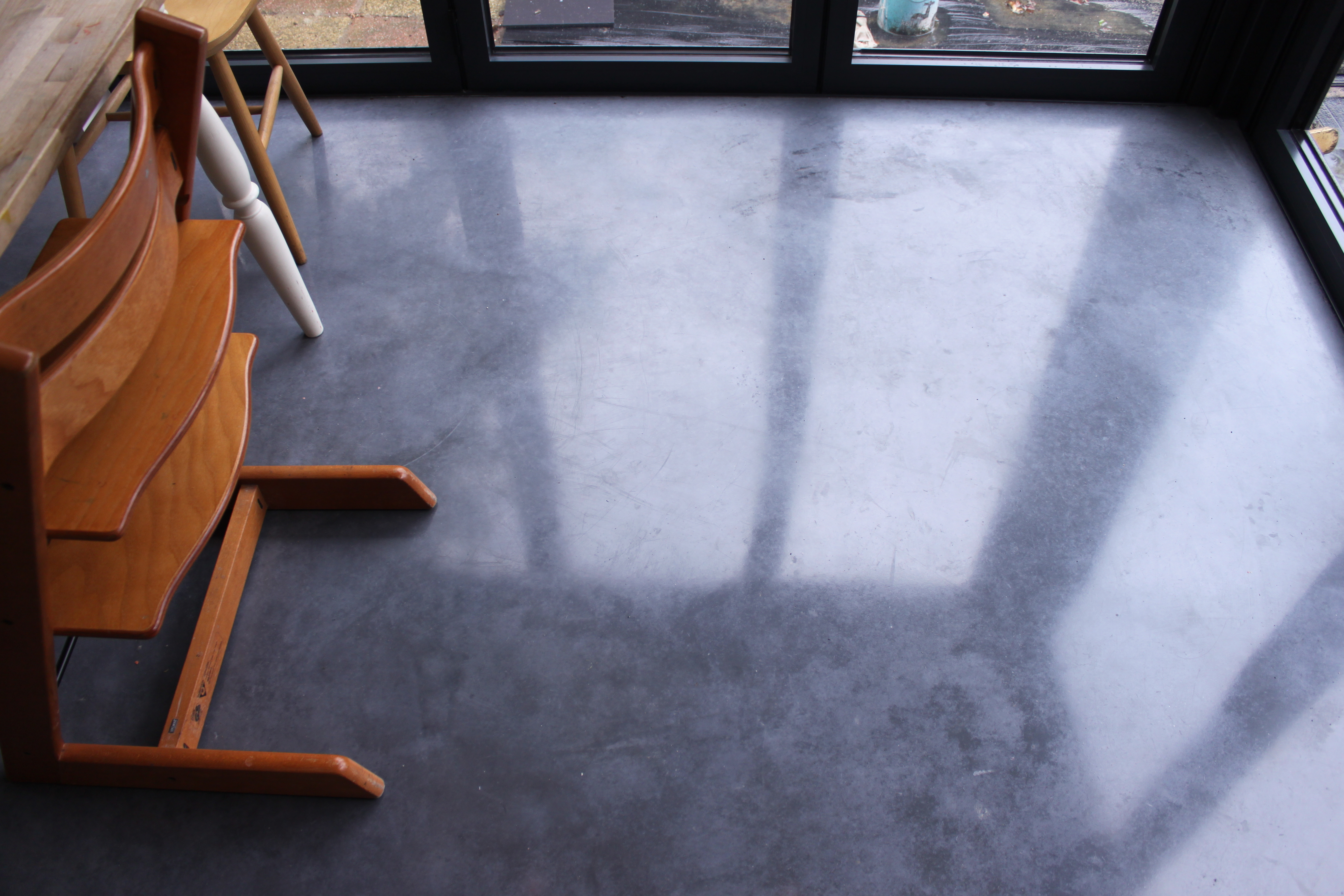 Perfect edges contemporary concrete floors for Perfect concrete floors